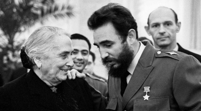 La Pasionaria junto a Fidel Castro