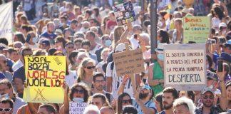 Manifestacion-negacionistas-coronavirus_1383171693_15320938_1020x574