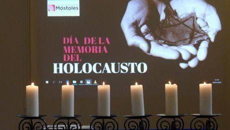 Foto de homenaje en el Día de la Memoria del Holocausto