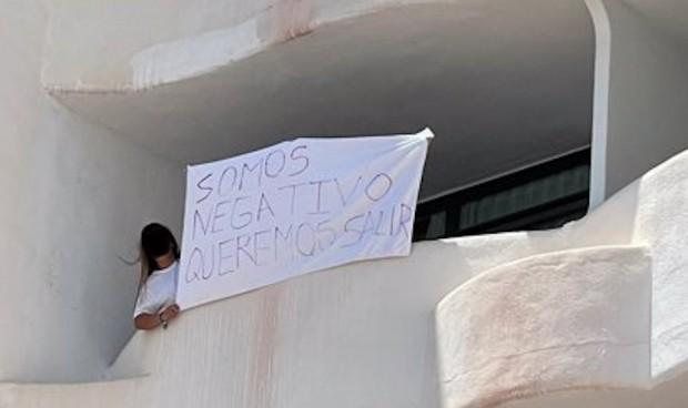 Diez estudiantes del macrobrote de Mallorca reclaman 50.000 euros de indemnización por su confinamiento