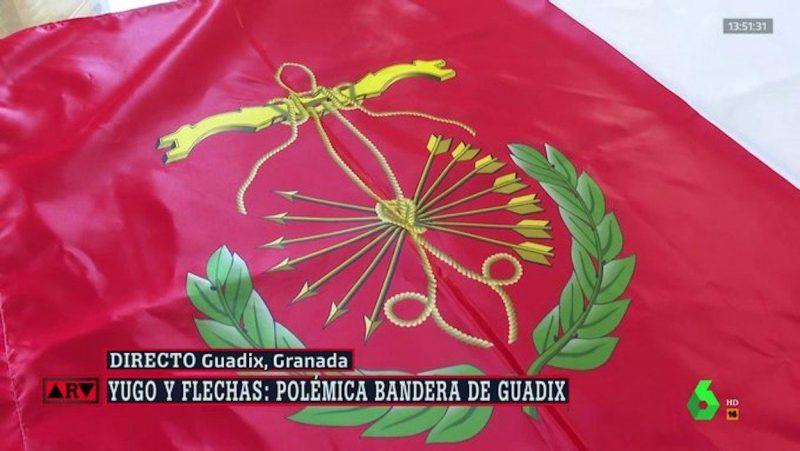 Escándalo en Guadix por su nueva bandera. (Imagen de laSexta)