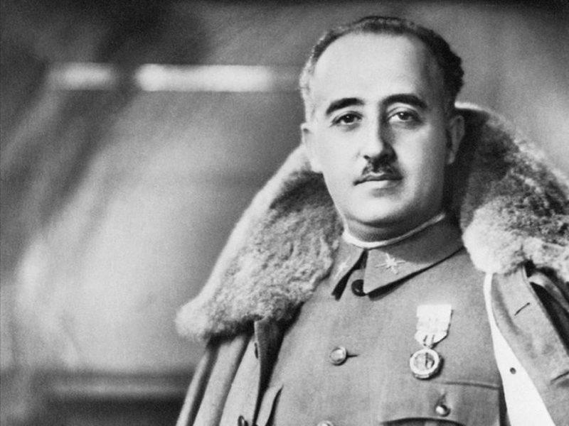 """El Gobierno permite que una unidad de la Legión siga llamándose """"Francisco Franco"""""""